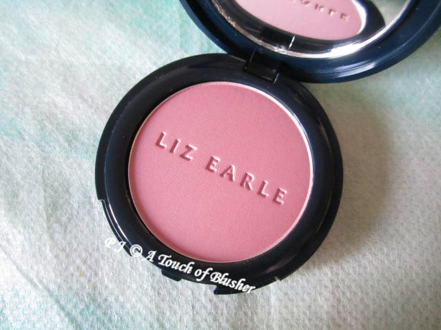 Liz Earle Healthy Glow Powder Blush 02 Blossom 1