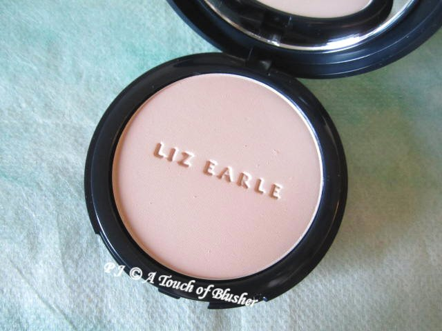 Liz Earle Natural Finish Pressed Powder 02 Sheer Ivory 1