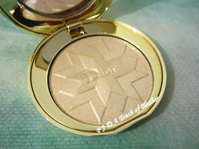 Dior Diorific Golden Shock Illuminating Pressed Powder 001 Gold Shock Holiday 2014 Base Makeup 1
