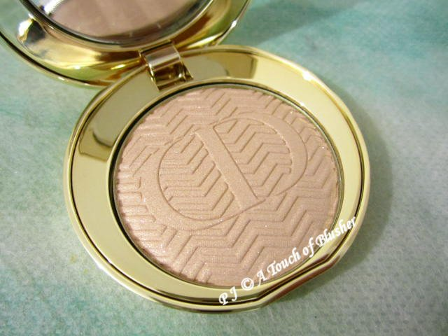 Dior Diorific State of Gold Illuminating Pressed Powder 001 Luxurious Beige Holiday 2015 Base Makeup 1
