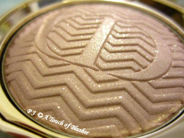 Dior Diorific State of Gold Illuminating Pressed Powder 001 Luxurious Beige Holiday 2015 Base Makeup 2